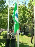 ucenice-nensi-belac-i-sanja-cohilj-prilikom-podizanja-zelene-zastave